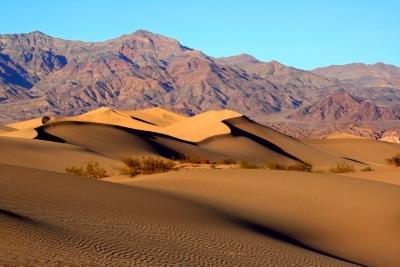Paisatge desèrtic.Mesquite Sand Dunes in Death ValleyCC BY-SA 3.0